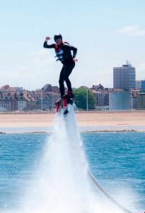 Eventura-Despedidas-soltero-en-Gijón-Asturias-actividades-agua-flyboard-4