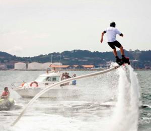 Eventura-Despedidas-soltero-en-Gijón-Asturias-actividades-agua-flyboard-6