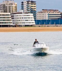 Eventura-Despedidas-soltero-en-Gijón-Asturias-actividades-agua-alquiler-lancha-3