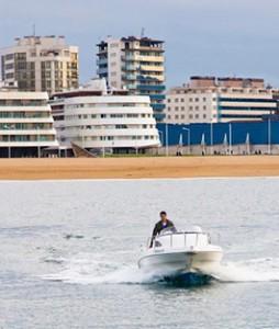 Eventura-Despedidas-soltero-en-Gijón-Asturias-actividades-agua-paseos-barco-gijon-12