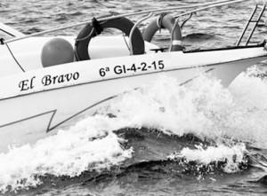 Eventura-Despedidas-soltero-en-Gijón-Asturias-actividades-agua-paseos-barco-gijon-17