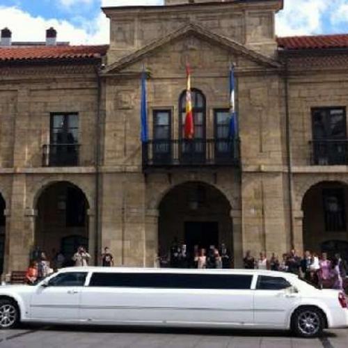 LimusinaChrysler-despedida de soltero y soltera Gijón-Asturias. Eventura